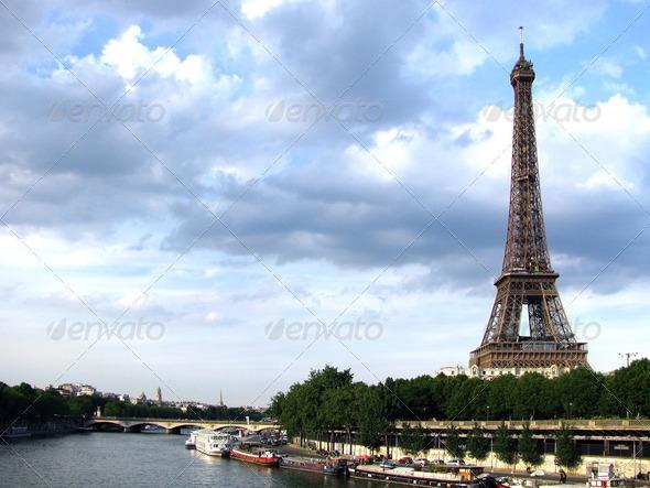 Walfafer Animasi Menara Eiffel » Tinkytyler.org